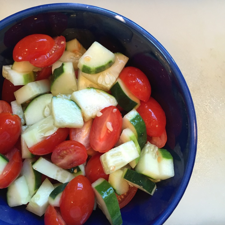 Salad tossing